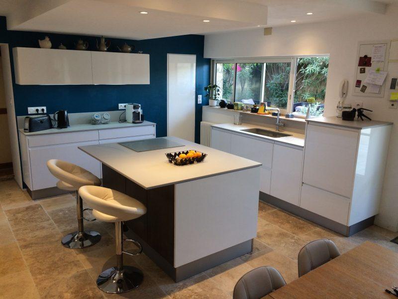 r alisation agencement et cuisine triola fabricant et installateur de cuisine. Black Bedroom Furniture Sets. Home Design Ideas